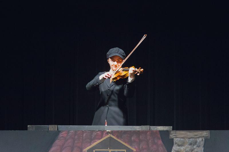 Fiddler Red Cast 025